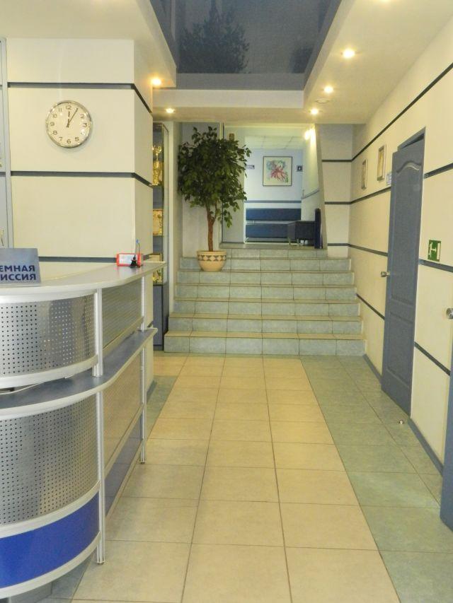 Главная лестница-вход в колледж