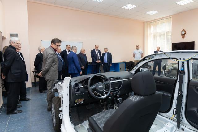Лаборатория автомобилей
